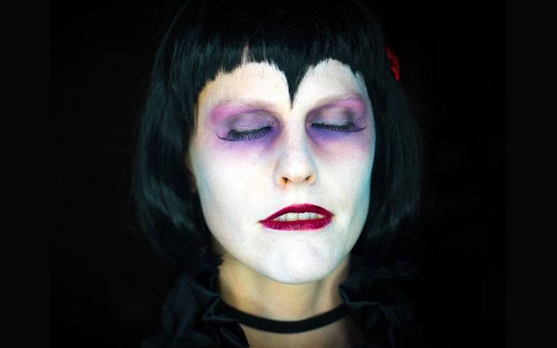 maquillaje halloween mujer ojos